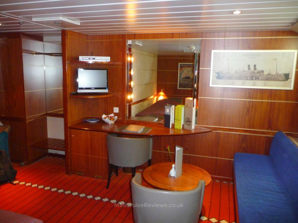 Seating area in the Commodore De Luxe cabin