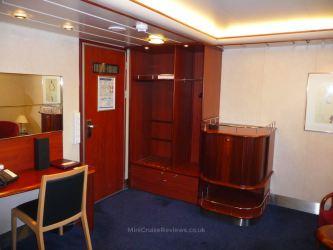 Commodore class cabin